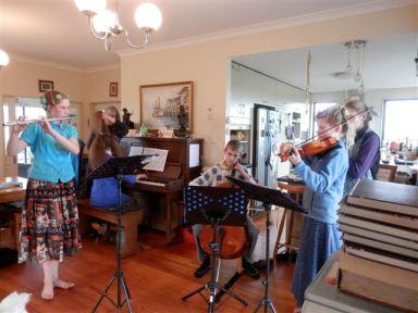 Chananel Quartet rehearsing